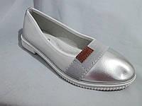 Туфли оптом для девочек, размер 31-37, лаковые с нашитой резинкой и кожаным лейблом, серебристые