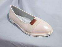 Туфли оптом для девочек, размер 31-37, лаковые с нашитой резинкой и кожаным лейблом, бежевые
