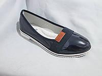 Туфли оптом для девочек, размер 31-37, лаковые с нашитой резинкой и кожаным лейблом, синие