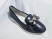 Туфли оптом для девочек, размер 31-37, лаковые с крупной пряжкой-бантом из стразов, синие