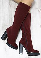 Демисезонные натуральные замшевые сапоги с молнией по всей длине на удобном каблуке цвета марсалы