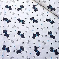 Хлопковая ткань с собаками,косточками и лапками на белом фоне №403