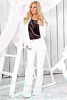 Женственный брючный костюм. Цвет белый.