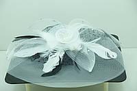Праздничная вуаль белого цвета с перьями от бижутерии оптом. 46