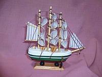 Корабль зеленый- сувенир деревянный трехмачтовый 15х15 сантиметров