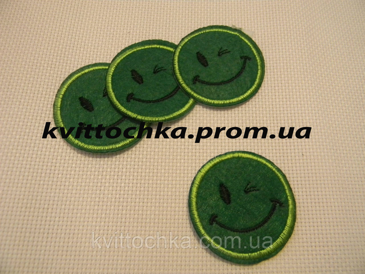 "Нашивка клеевая ""Смайл"" зелёная 4,5 см."
