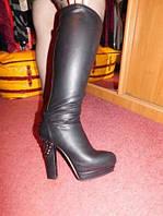 Сапоги черные демисезонные стильные 39 р высокие шикарная модель удобная каблук с шипами