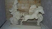 Эксклюзивная статуэтка «Всадник наколеснице». Белая статуэтка, искусственный камень