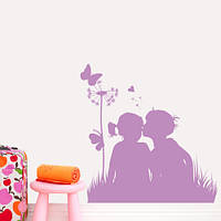 Виниловая наклейка на обои Дети и одуванчик (интерьерная пленка, поцелуй, бабочки, сердечко)