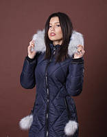 Женская зимняя куртка с меховыми бумбонами