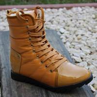Классические модные ботинки