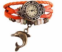 Женские часы с кожаным ремешком под старину с брелком дельфином