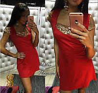 Женское трикотажное платье с золотыми паетками