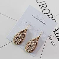 Стильные нарядные женские серьги с камнями коричневого цвета