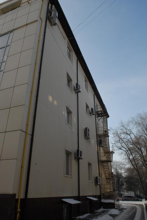 Фасад торгово-административного здания