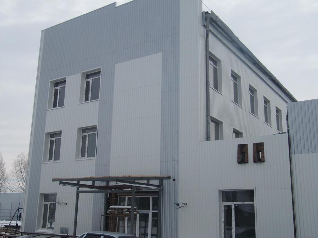 Обустройство фасада промышленного здания 1