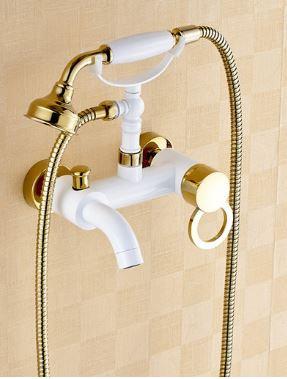 Смеситель с лейкой в ванную комнату белый 0157