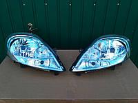 Фара главного света передняя на RENAULT TRAFIC / OPEL VIVARO c 2006->2014