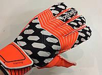 Перчатки вратарские PREDATOR р.9  с защитными вставками