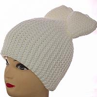 Белая женская зимняя шапка