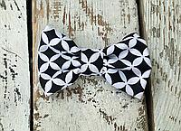 Галстук-бабочка, черно-белая геометрия