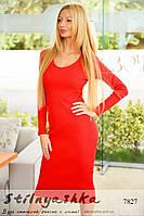 Женское силуэтное платье миди красное