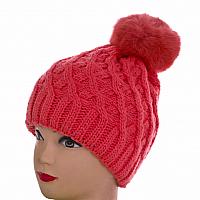 Женская шапка малиновая вязаная