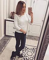 Теплый женский свитер с бантиками на спине