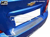 Накладка на задний бампер Chevrolet Aveo II 4D 2006-2011 без загиба логотип Aveo