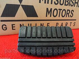 Mitsubishi Galant 1985-02 накладка на педаль тормоза Новая Оригинал