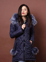 Женская куртка приталенного силуэта с меховым воротником