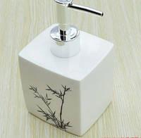 Дозатор для жидкого мыла дезинфицирующего средства белый для ванной ресторана