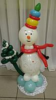 """Фигура из воздушных шаров """"Снеговик с елочкой"""""""