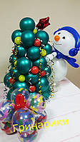 """Фигуры из воздушных шаров """"Снеговик наряжает елочку"""""""