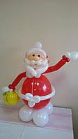 """Фигура из воздушных шаров """"Дед Мороз с подарком"""""""