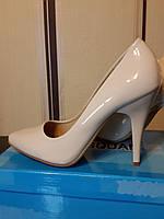 Туфли лодочка на шпильке молочного цвета