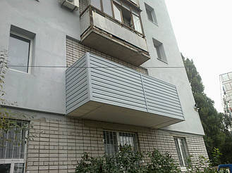 Зашивка сайдингом и утепление снизу балкона