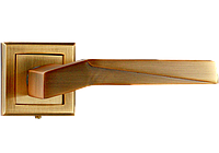 Дверная ручка на квадратной розетке Эллада античная медь