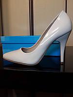 Туфли белые лаковые на шпильке 40