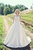 Очаровательное свадебное платье А-силуэта с V-образным вырезом на спине