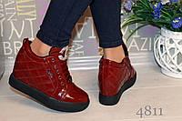 Женские весенние короткие ботинки  эко лак, цвет красный