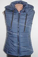 Красивая женская жилетка безрукавка с капюшоном синяя