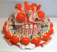 """Композиция из сладостей """"Торт Kinder surprise"""" Киндер сюрприз 21шт"""