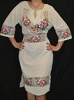 Красивое вышитое платье с поясом