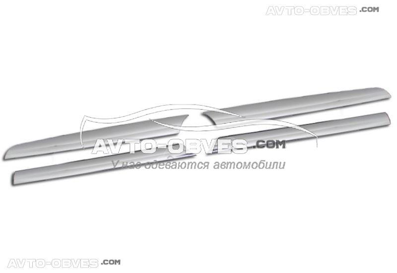 Накладки на радиаторную решетку для Toyota Rav4 4 элемента