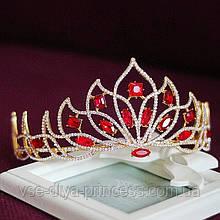Корона под золото с красными камнями, высота 7,5 см.