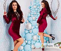 Платье из велюра с V-образным вырезом