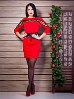 Эффектное красное платье с вставкой из гипюровой ленты