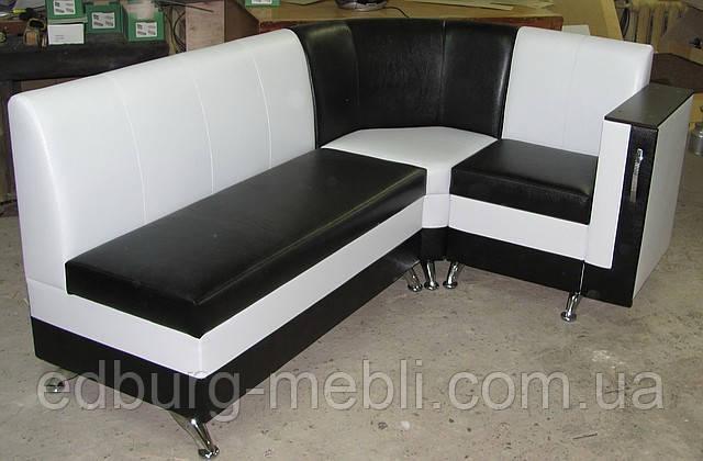 Кухонный уголок с баром в подлокотнике