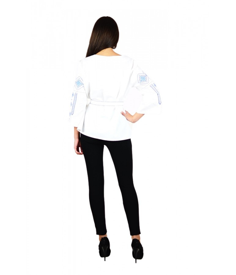 Вышитая женская рубашка с голубой вышивкой «Традиция» M-211-6